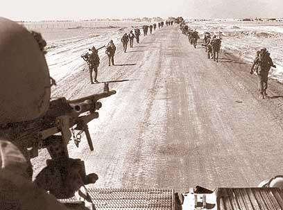"""הקוד למלחמה קרבה: """"כימיה"""". חיילים ליד התעלה במלחמה (צילום: דובר צה""""ל)"""