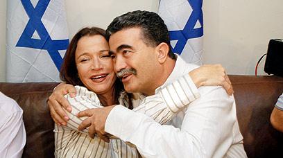 יחימוביץ' עם עמיר פרץ בשנת 2005. הפכו ליריבים (צילום: ירון ברנר)
