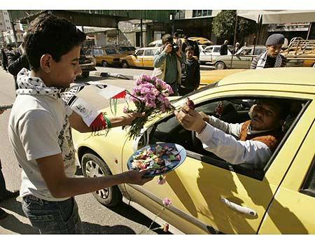 Baklava und Blumen weil wieder ein paar Juden tot sind