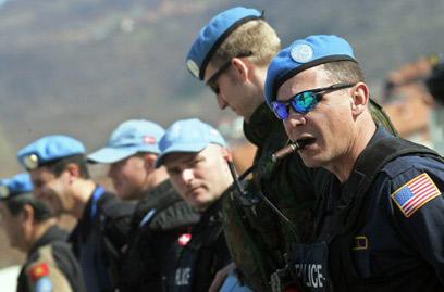 """חיילים אמריקנים בכוח נאט""""ו בקוסובו (צילום: AFP)"""