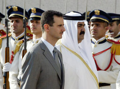 אמיר קטאר עם אסד. שינוי ביחסים             (צילום: AFP)