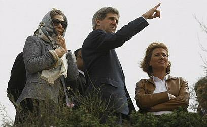 עם ציפי לבני בביקור בשדרות (צילום: AFP)
