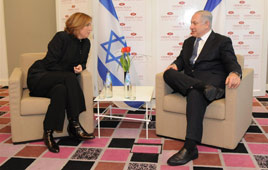 Netanyahu and Livni meet in Tel Aviv (Photo: Yaron Brener)