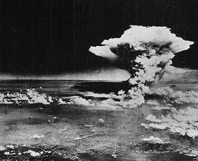 התמונות הידועות של פטריית העשן צולמו על ידי חיל האוויר האמריקני. הירושימה (צילום: AP)