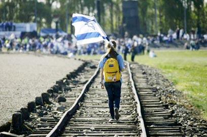 מצעד החיים במחנה אושוויץ-בירקנאו (צילום: רויטרס)