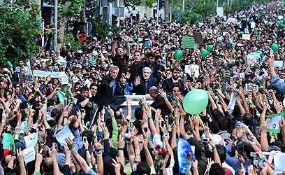 במעצר בית מאז תחילת 2011. מנהיג האופוזיציה מיר חוסיין מוסווי ב-2009 (צילום: חאמד סאבר)