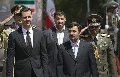 נשיא איראן אחמדינג'אד עם אסד (ארכיון)                (צילום: רויטרס)