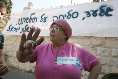 אסתר וקסמן בהפגנה לשחרור גלעד שליט ב-2009 (צילום: גיל יוחנן)