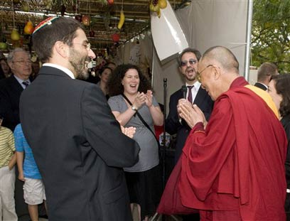 Dalai Lama visits Adas Israel