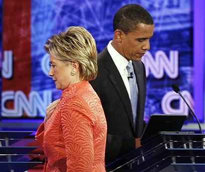 """אובמה נגד קלינטון ה""""מפלצת"""" בפריימריז הדמוקרטיים ב-2007"""