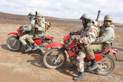 משמרות המהפכה על אופנועים במהלך אימון (צילום: איי אף פי)