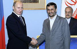 Vladimir Putin (L) with Mahmoud Ahmadinejad (Archive photo: AFP)