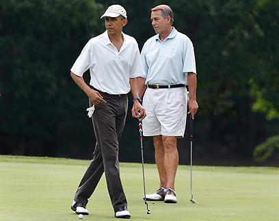 אובמה וג'ון ביינר משחקים גולף ב-2011. מי ינצח במשחק הנוכחי? (צילום: AP)