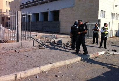 Security forces outside yeshiva (Photo: Avi Rokach)