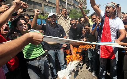 מפגינים נגד ישראל ביום שישי (צילום: EPA)