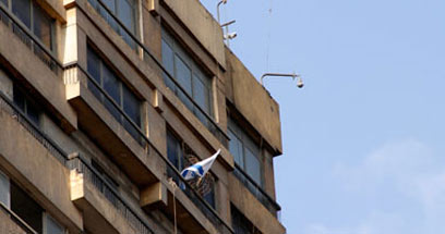 דגל ישראל שב לבניין השגרירות