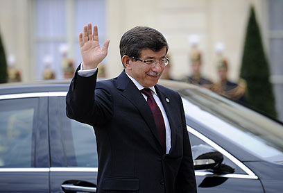 Ahmet Davutoglu.  <b>Xenical class</b>, Heading to The Hague. (Photo: AFP)
