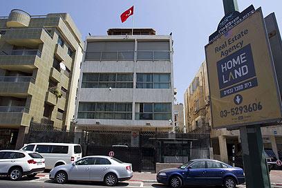 """דו""""ח פאלמר """"חסר תוקף"""". שגרירות טורקיה בתל-אביב (צילום: AFP)"""