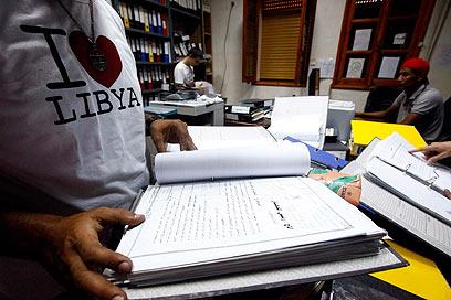 מנעו מאסירים להתרחץ. מסמכי המודיעין שנחשפו בטריפולי (צילום: רויטרס)