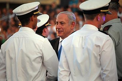 נתניהו בטקס הסיום בבסיס חיל הים (צילום: אבישג שאר-ישוב)