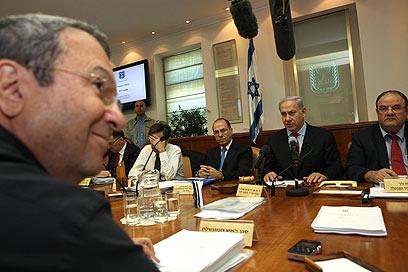 """נתניהו וברק. """"אסד שרד למרות דברי שר הביטחון"""" (צילום: AFP)"""