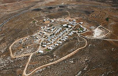 מגרון במבט מלמעלה. המאחז הגדול ביותר ביהודה ושומרון (צילום: Lowshot.com )
