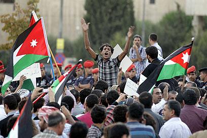 """""""בטלו השלום, גרשו השגריר"""", הערב בעמאן (צילום: AFP)"""