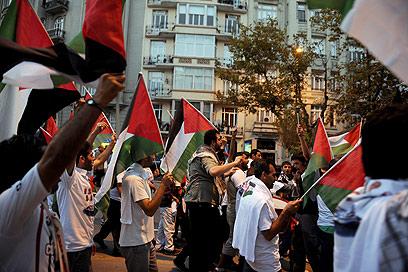 """הפגנה בגנות ישראל באיסטנבול. """"מצב מיותר"""" (צילום: AFP)"""