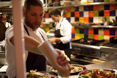 אסף גרניט במחניודה. יבשל ב-LA (צילום: תום להט)