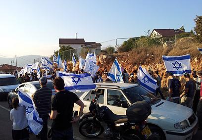 """צעדת הימין יוצאת מאיתמר. """"השומרון הוא ארץ ישראל"""" (צילום: ועד מתיישבי שומרון)"""