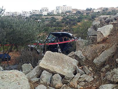 המכונית בה נסעו האב ובנו לאחר התקרית  (צילום: אליעד לוי)