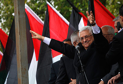 Abbas returns from UN Assembly (Photo: Reuters)