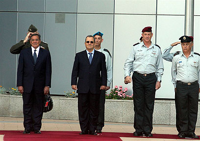 Panetta and Barak in Tel Aviv (Photo: Ofer Amram)