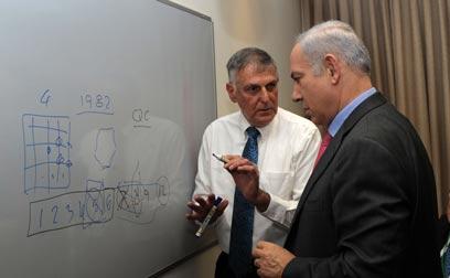 """שכטמן וראש הממשלה. גאווה ישראלית (צילום: עמוס בן גרשום, לע""""מ)"""