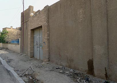מאחורי החומה, ניצב סגור בית הכנסת היחיד בבגדד (צילום: MCT)
