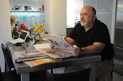 """יוסי מנדלוביץ', אביו של יובל ז""""ל. """"מה דינם של רוצחים שפלים?"""" (צילום ירון ברנר)"""