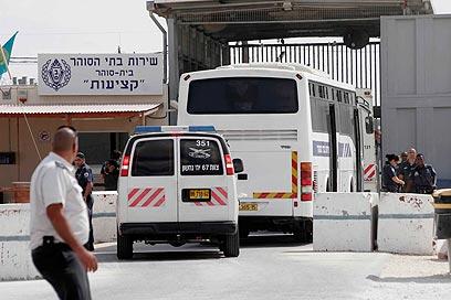 העברת האסירים הביטחוניים היום לכלא קציעות (צילום: אליעד לוי)