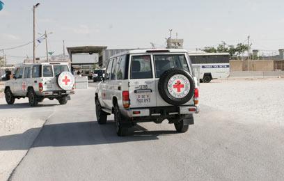 אני הצלב האדום מגיעים לכלא קציעות. ראיון לכל אסיר (צילום: אליעד לוי)