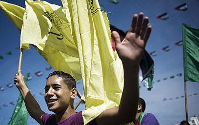 חגיגות לאחר שחרור המחבלים בעסקת שליט (צילום: AFP)