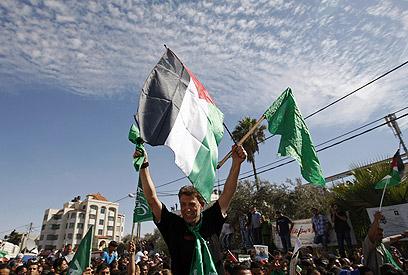 חגיגות החמאס עם שחרור האסירים בעסקת שליט (צילום: AP)