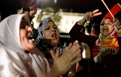 חאפלה לילית בטריפולי אחרי מות קדאפי (צילום: רויטרס)