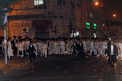 חרדים במאה שערים, הערב (צילום: גיל יוחנן)