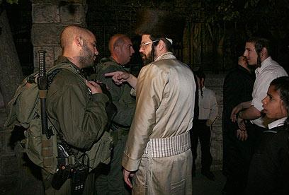 חרדים ושוטרים, הערב בירושלים (צילום: גיל יוחנן)