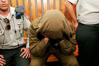 הקצין בבית המשפט. התרברב על הסחורה שברשותו (צילום: אליעד לוי)