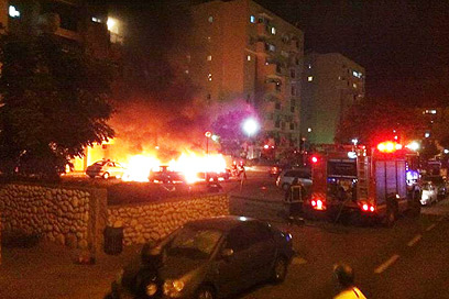 השריפה בחניית הבניין (צילום: שי בן ישי)