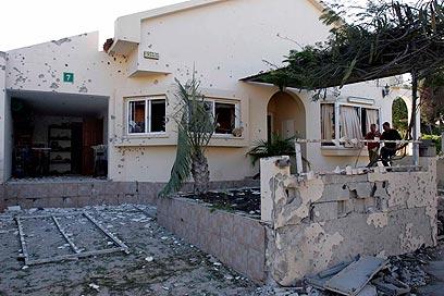 רחובות אשקלון לאחר נפילת רקטות (צילום: אליעד לוי)
