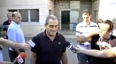 מנבר יוצא מהכלא בצהריים (צילום: אמיר לוי)