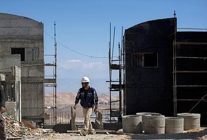"""בנייה חדשה סמוך למעלה אדומים. """"נתניהו שבר שיא"""" (צילום: AP)"""