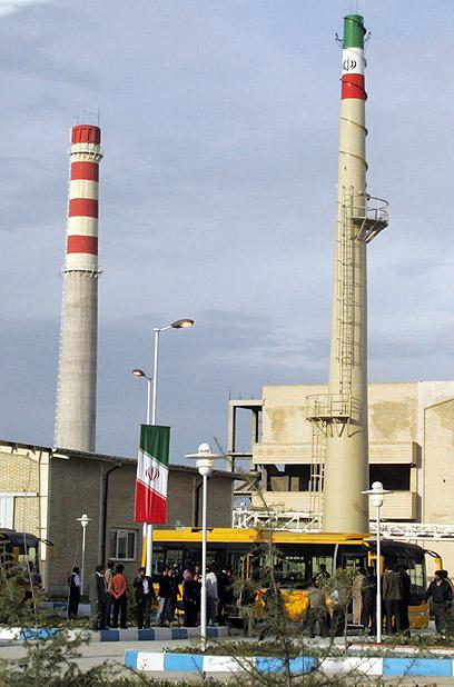 לא זקוקים לפצצת אטום? מתקן הגרעין באיספהאן (צילום: AFP)
