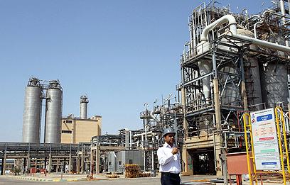 מפעל פטרוכימי בדרום-מערב איראן (ארכיון) (צילום: EPA)